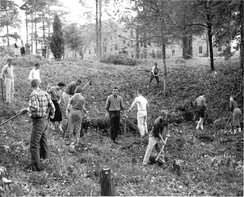 Students digging Crim Dell, 1959